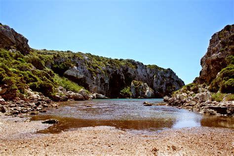 Encontramos Cales Coves en la costa sur de Menorca , entre ...