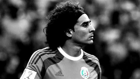Enjoy Guillermo Ochoa's Brilliant, One Handed Save ...