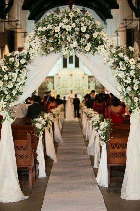 Entrada iglesia | Decoración de iglesia para bodas ...