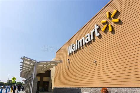 Entrada Y Fachada De La Tienda De Walmart Imagen de ...