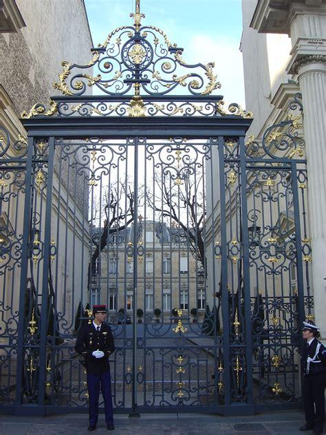 Entrance Gate to The Hôtel de Beauvau, Paris | Puertas de ...