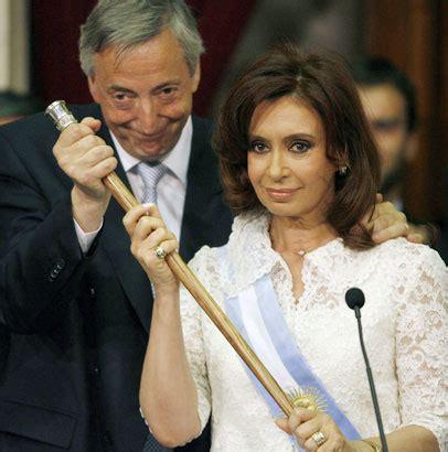 ENTRE NOTICIAS: MUERE KIRCHNER EX PRESIDENTE ARGENTINO.