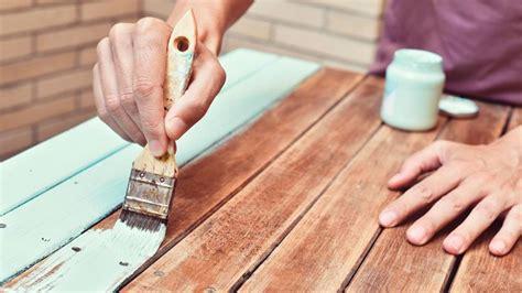 Errores frecuentes al pintar muebles de madera   Hogarmania