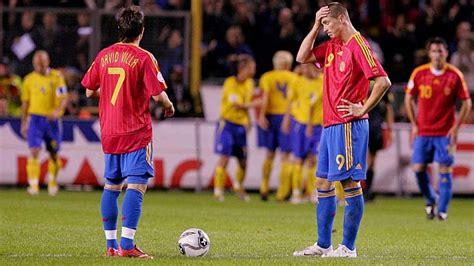 España pierde su primer partido en una fase de ...