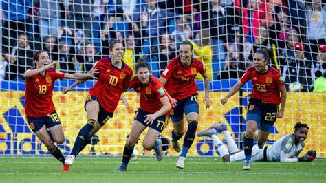 España sube su apuesta por el fútbol femenino: 20 millones ...