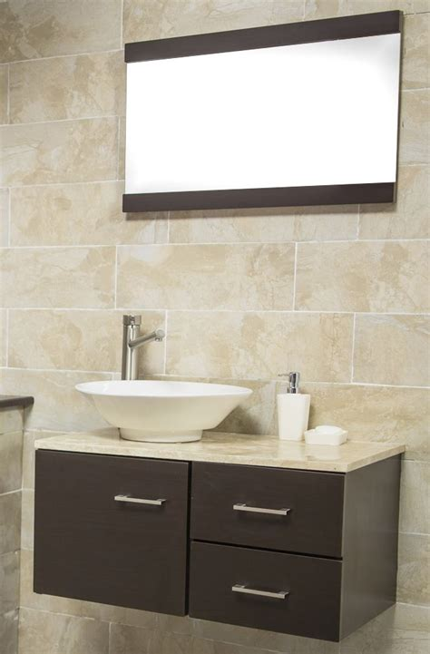 Espejo con gabinete color ébano ideal para un baño moderno ...