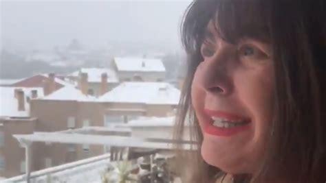 Esperanza Gracia se lía a bolazos de nieve con el coronavirus