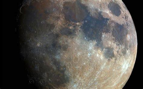 Esta fotografía de la luna en alta resolución fue hecha ...