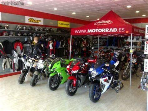 Estanterias tienda de motos