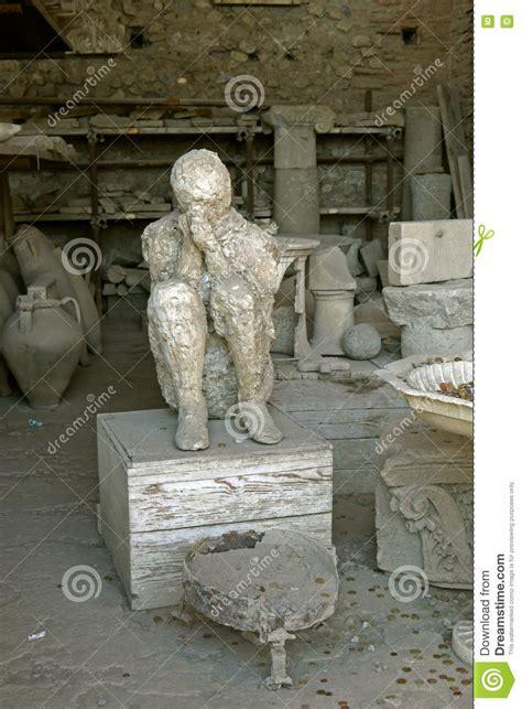 Estatua En Ruinas De Pompeya Italia Imagen de archivo ...