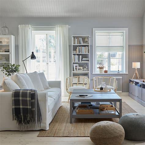 Ett ljust, traditionellt och koordinerat vardagsrum   IKEA
