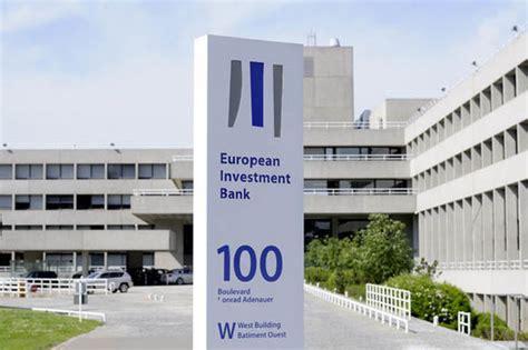 EU bank cash scramble begins as cost of UK withdrawal hits ...