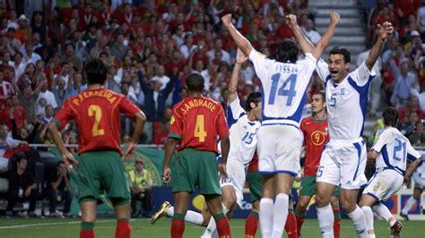 Euro 2004: la Grecia alza la coppa mentre il  biscotto ...