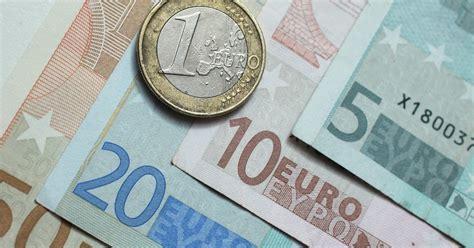 Euro rises past $1.20 on ECB outcome; dollar falls vs. yen