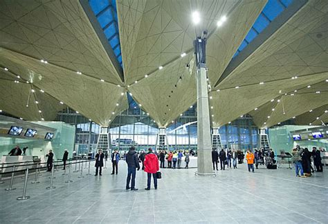 Evacúan el aeropuerto internacional de San Petersburgo por ...