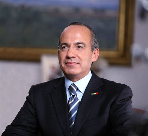 Ex presidente de México Felipe Calderón dona su pensión ...