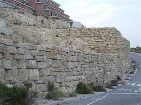 Excavaciones Muchamiel: Muros de escollera, de gran ...