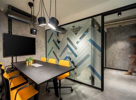 Exploring Office Design Photos with Digital Displays ...