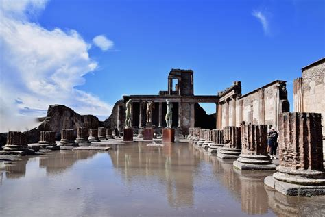 Exploring the Ruins of Pompeii Italy — Tasting Page