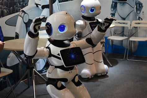 Exponen avances tecnológicos en drones, robots y ...