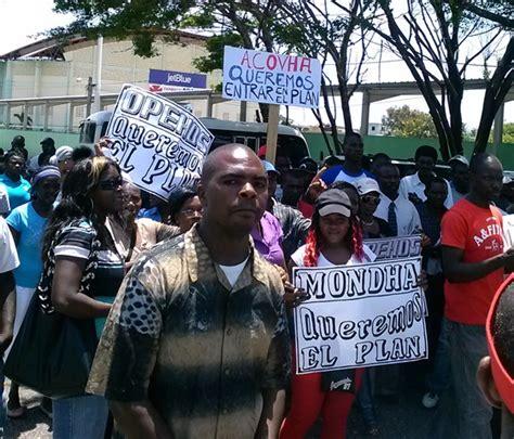 Extranjeros mayormente haitianos marchan exigiendo inicio ...