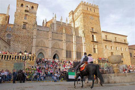 Extremadura celebra la Hispanidad en Guadalupe, Patrimonio ...
