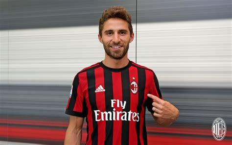 Fabio Borini, firmó por el AC Milan reforzado su ataque