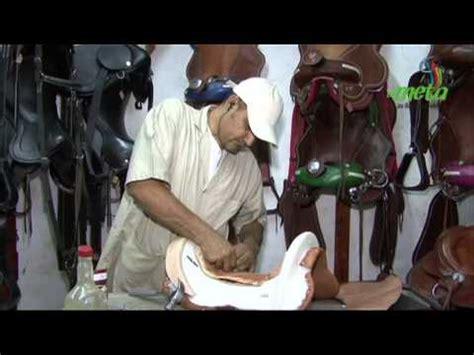 Fabricación artesanal de silla para caballo   YouTube
