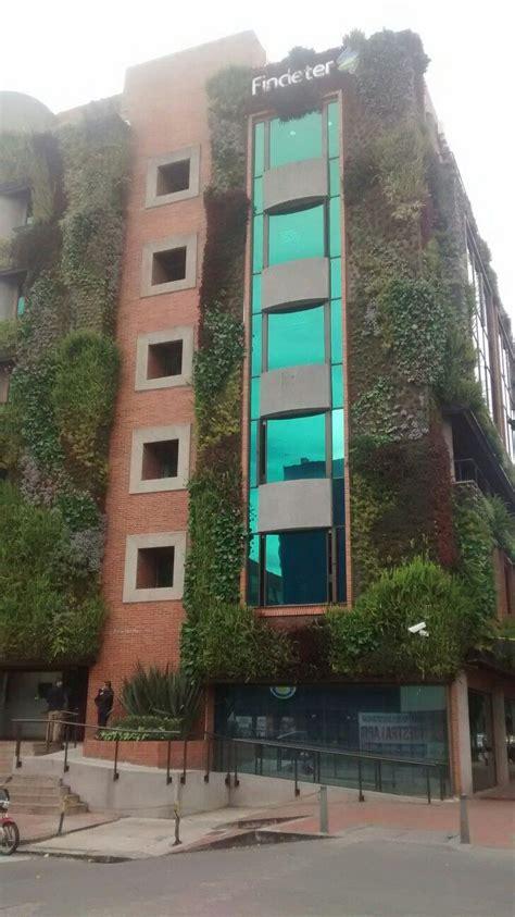 Fachada ecológica del edificio de Findeter en Bogotá ...