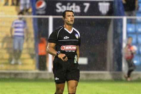 FCF define árbitros para a final: Bráulio apita em ...