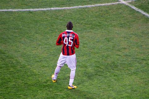 Fichier:Balotelli Inter Milan february 2013.jpg — Wikipédia