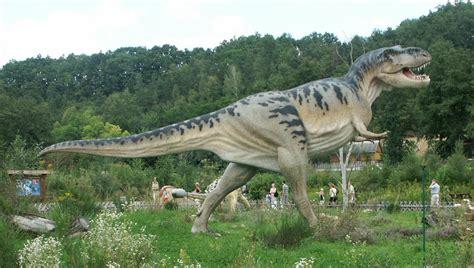 Fichier:Baltow,Poland Tyrannosaurus.jpg — Wikipédia