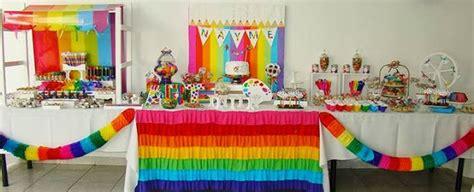 Fiestas infantiles con mesa dulce decorada con guirnaldas ...