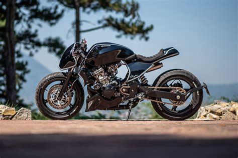 FIGHTING SPIRIT: Honda Hornet by Bull Moto Custom   Pipeburn