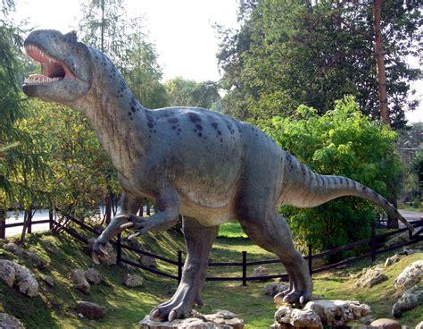File:Allosaurus in Baltow 20060916 1500.jpg   Wikipedia