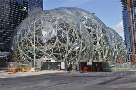 File:Amazon Spheres from 6th Avenue, March 2017.jpg ...