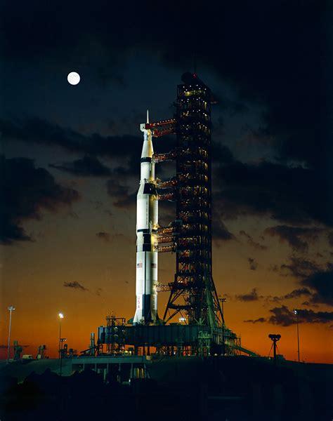 File:Apollo 4 Saturn V, s67 50531.jpg   Wikipedia