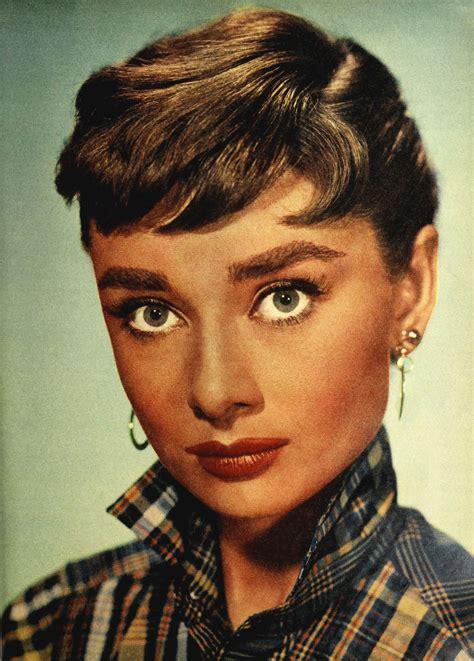 File:Audrey Hepburn 1954.jpg   Wikimedia Commons