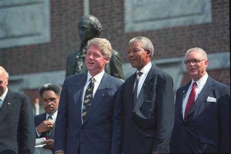 File:Bill Clinton with Nelson Mandela.jpg   Wikimedia Commons
