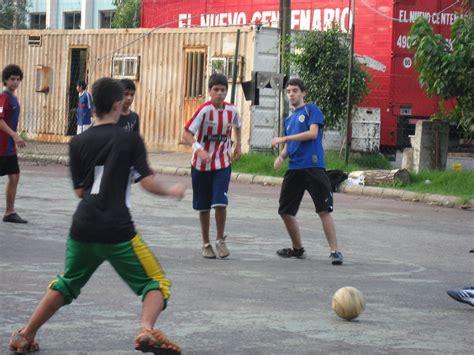 File:BuenosAires FutbolEnLaCalle 440256017.jpg   Wikimedia ...