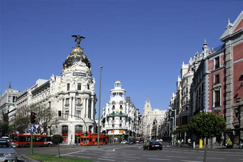 File:Calle de Alcalá  Madrid  16.jpg   Wikimedia Commons