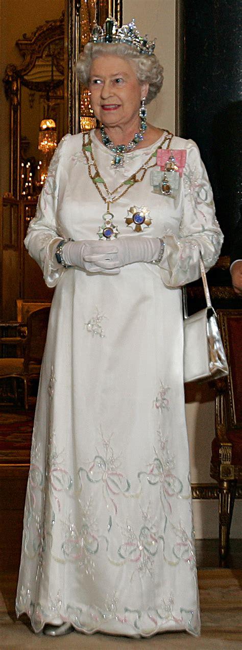 File:Elizabeth II, Buckingham Palace, 07 Mar 2006.jpeg ...