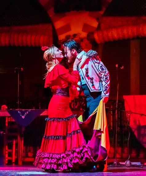 File:Flamenco en el Palacio Andaluz, Sevilla, España, 2015 ...