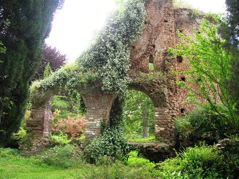 File:Giardino di Ninfa 31.jpg