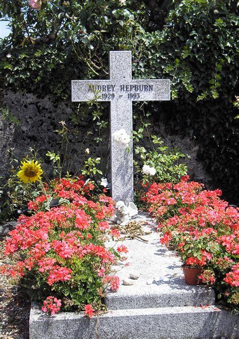 File:Grave of Audrey Hepburn, Tolochenaz, Switzerland ...