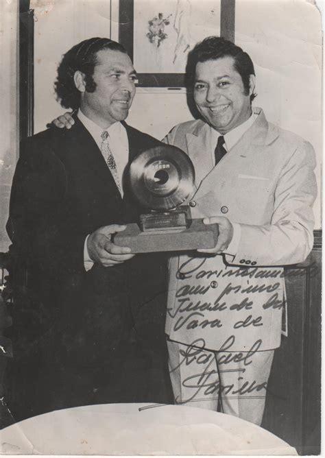 File:Juan el de la Vara con Rafael Farina.jpg   Wikimedia ...