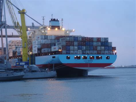 File:Maersk at montevideo.JPG   Wikimedia Commons