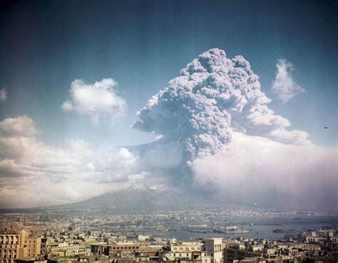 File:Napoli, eruzione Vesuvio 1944.jpg   Wikimedia Commons