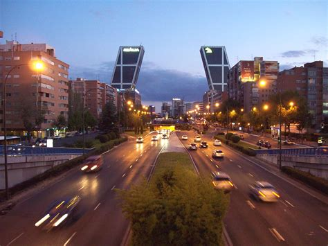 File:Paseo de la Castellana  Madrid  32.jpg   Wikimedia ...