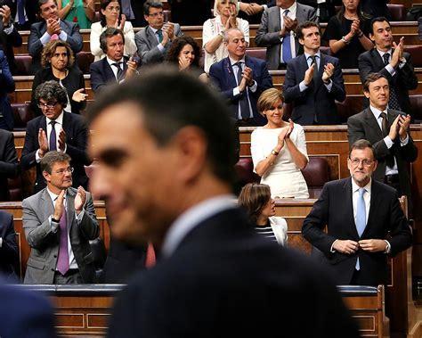 File:Pedro Sánchez y Mariano Rajoy, en la constitución del ...